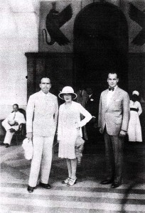 Douglas Fairbanks and Mary Pickford in Luxor with the manager of the Winter Palace, Anton Badrutt